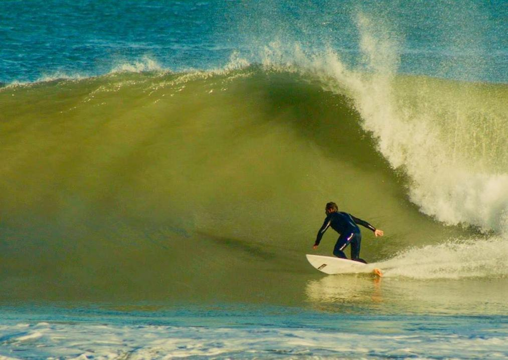 Chuty cogiendo una ola de buen tamaño