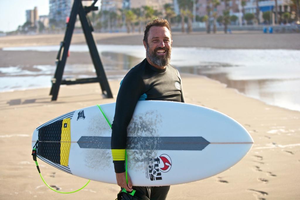 Alberto (Chuty) nos habla de su pasión por el surf. El vive en el Mediterraneo. Nos habla también de qué hacer respecto al uso de los plásticos.