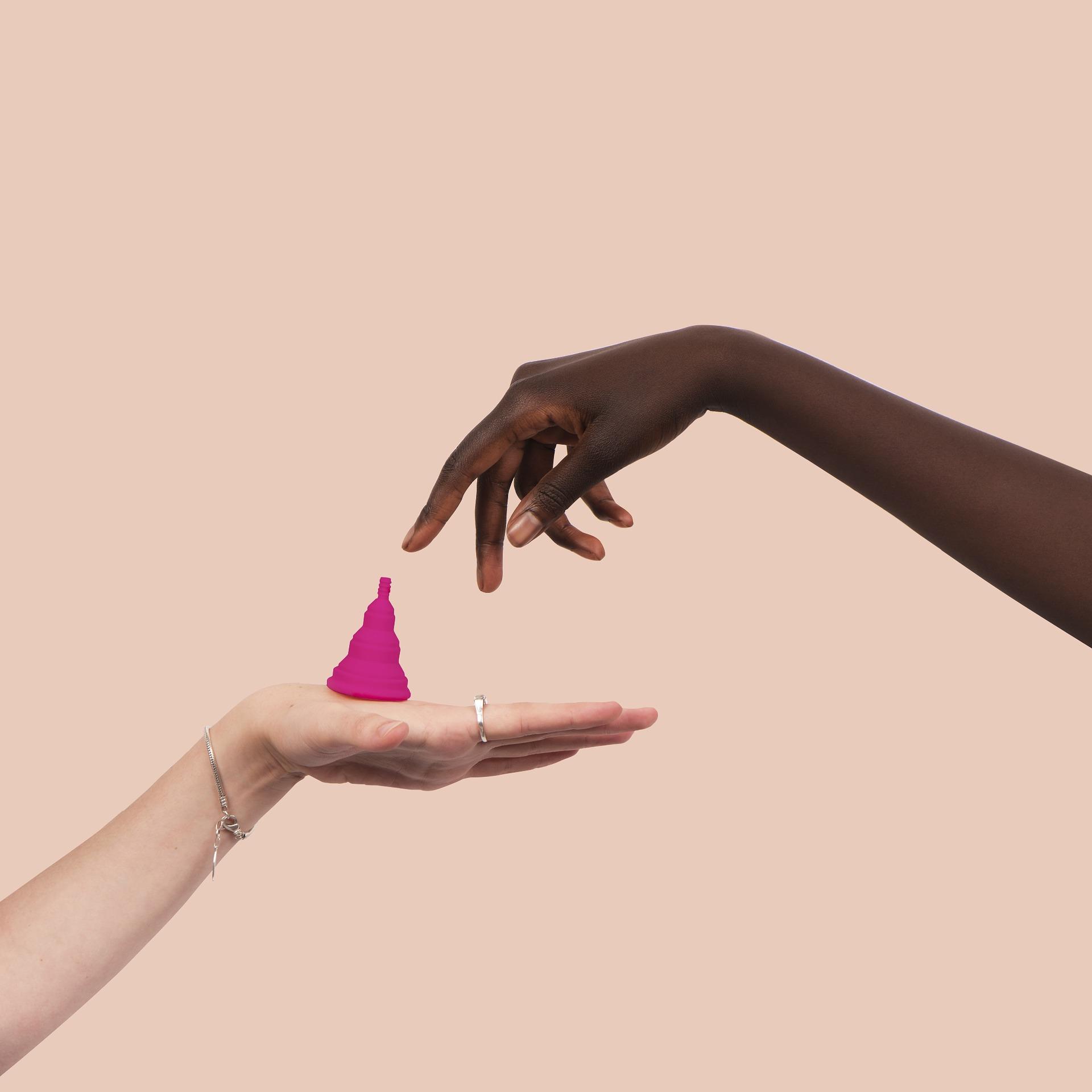 Vive la menstruación de un modo saludable y sostenible. Te hablamos de alternativas como la copa menstrual o las compresas de tela. Cuida de ti y el planeta