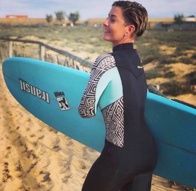 Majo en un día de surf. Sobre nosotras