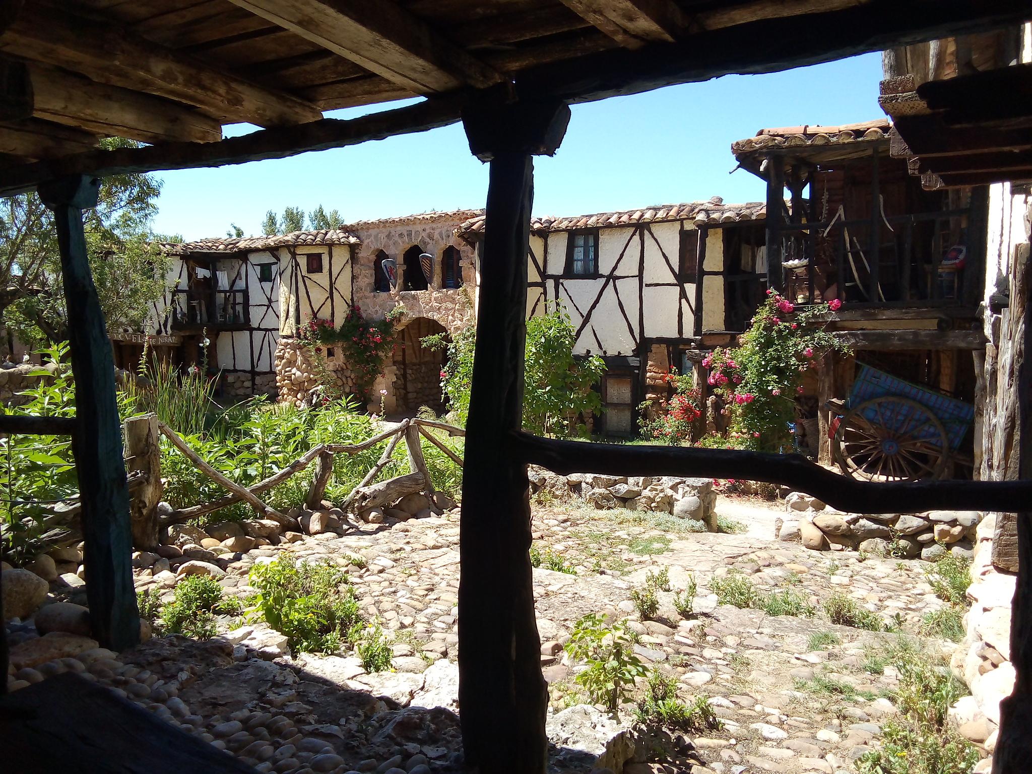 Territorio ARtlanza es un ejemplo de arte sostenible. Esta obra está construida con material encontrado en escombreras.